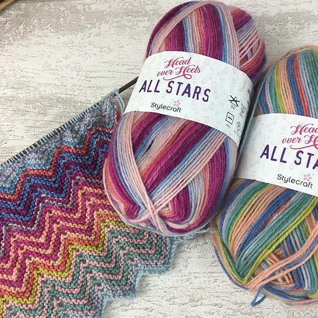Knitting a ZickZack scarf in Stylecraft Head Over Heels All Stars | Black Sheep Wools