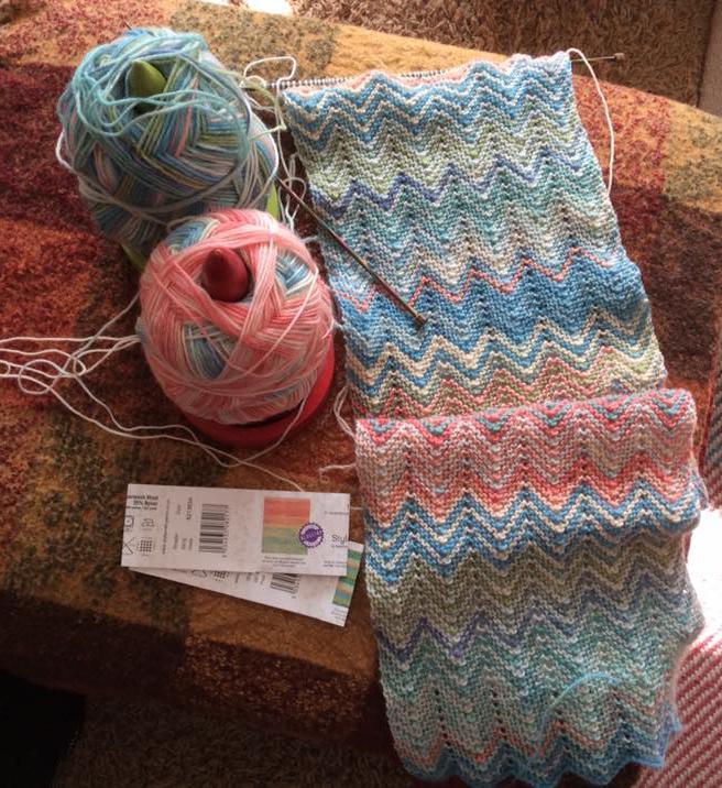 Knitting a ZickZack scarf | Black Sheep Wools